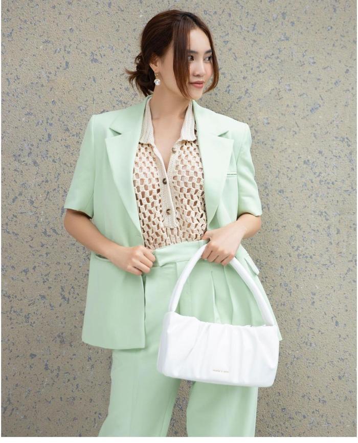 Ninh Dương Lan Ngọc diện áo lưới mix cùng suit cách tân vừa đẹp lại mát mẻ Ảnh 4