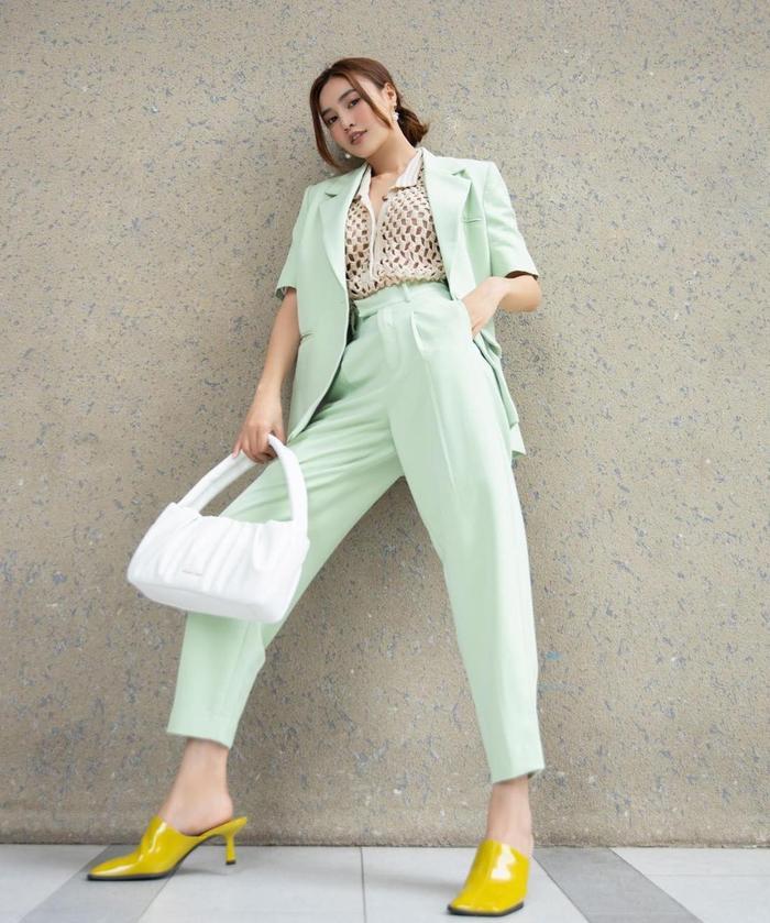 Ninh Dương Lan Ngọc diện áo lưới mix cùng suit cách tân vừa đẹp lại mát mẻ Ảnh 2