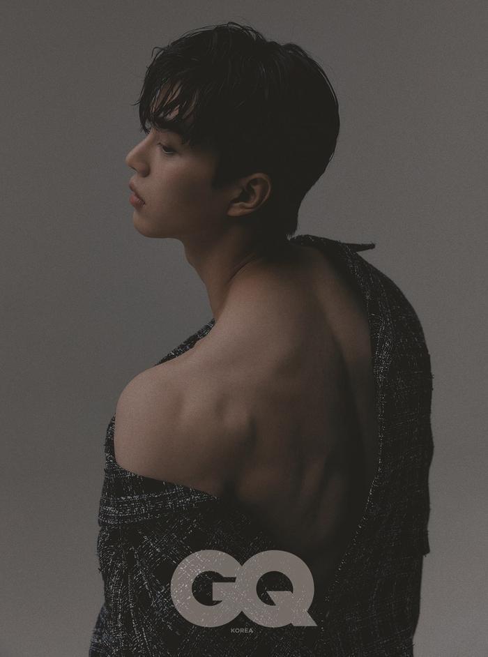 Song Kang rất thích hợp tác với Han So Hee, tiết lộ 'nội dung' đầy cơ và múi của phim 'Nevertheless'