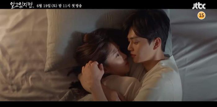 'Tiểu tam' Han So Hee thích thú khi được 'trai hư' Song Kang tán tỉnh trong teaser phim 'Nevertheless'