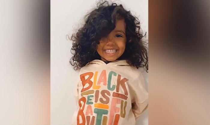 Bé gái 2 tuổi có chỉ số IQ thuộc top cao nhất thế giới, thích học nguyên tố và xem bản đồ Ảnh 1