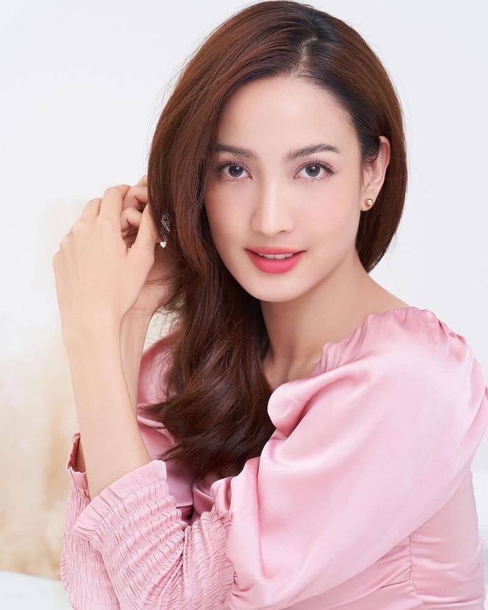 Dàn nữ diễn viên Thái Lan sinh năm 1989 (P1): Người tỏa sáng rực rỡ, người vướng quá nhiều lùm xùm