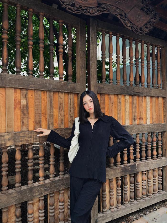 Hoa hậu Tiểu Vy diện áo bodysuit kín thế mà vẫn khoe khéo được vòng 1 gợi cảm Ảnh 3