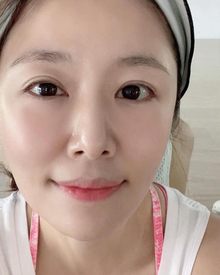 Bị chê nhan sắc xuống cấp, Lâm Tâm Như liền đáp trả bằng loạt ảnh mặt mộc ở tuổi 45 Ảnh 2