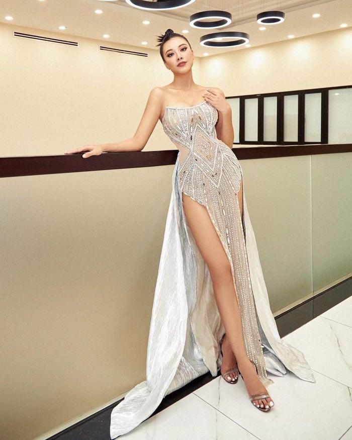 Kim Duyên úp mở đầm dạ hội tại Miss Universe 2021, fan thốt lên sao chơi khó vậy? Ảnh 2