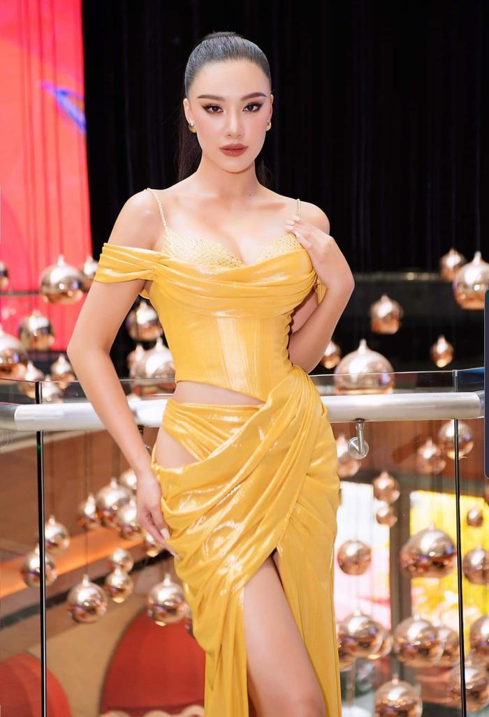 Kim Duyên úp mở đầm dạ hội tại Miss Universe 2021, fan thốt lên sao chơi khó vậy? Ảnh 4