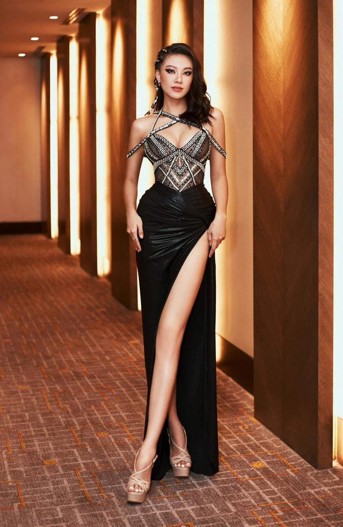 Kim Duyên úp mở đầm dạ hội tại Miss Universe 2021, fan thốt lên sao chơi khó vậy? Ảnh 8