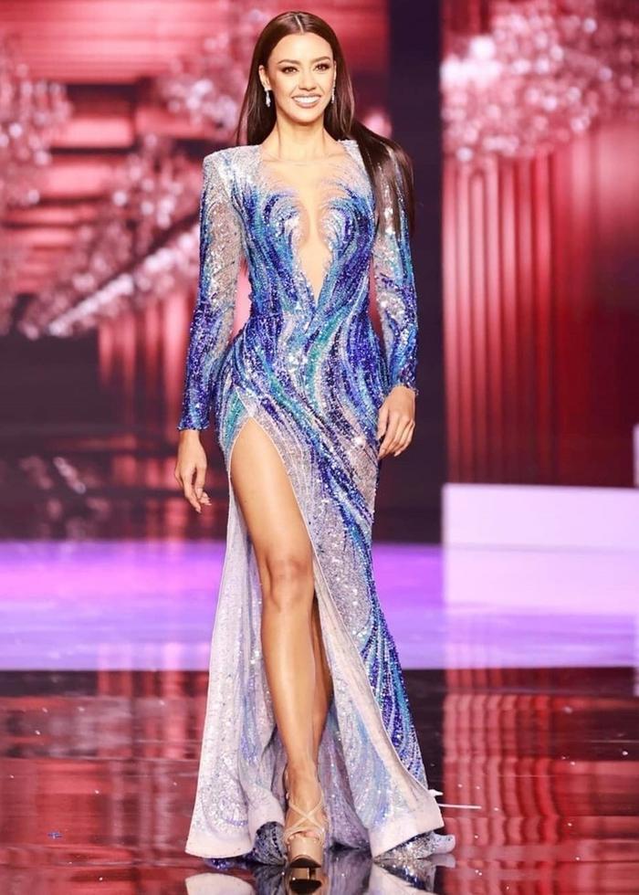 Đối thủ của Hoa hậu Khánh Vân dù đang cách ly nhưng lên đồ cứ như đi tiệc thời trang Ảnh 1