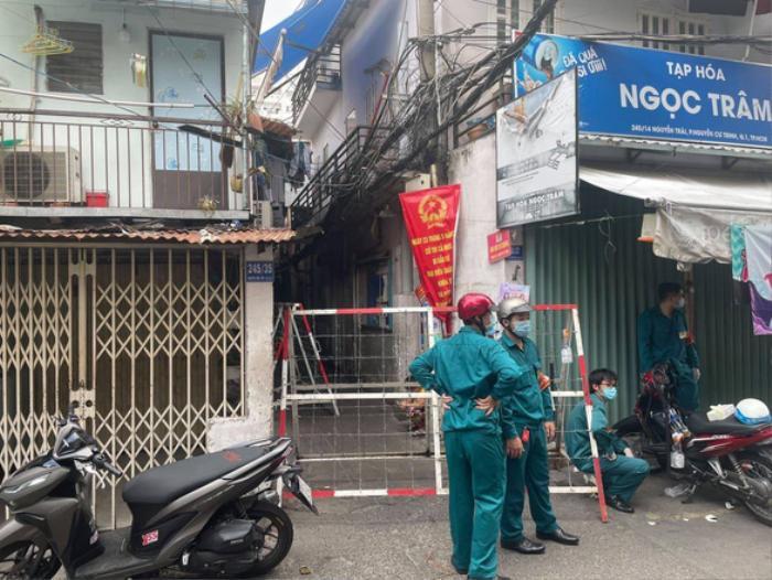 TP HCM: Khu Mả Lạng tiếp tục bị phong tỏa sau khi phát hiện ca dương tính SARS-CoV-2 mới Ảnh 1