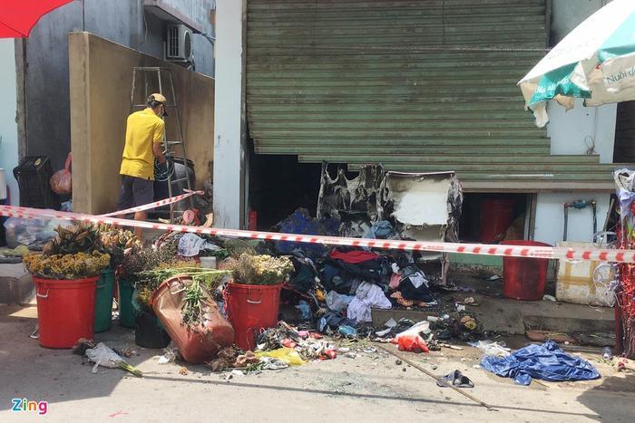Truy bắt đối tượng đổ xăng rồi châm lửa đốt nhà khiến hai vợ chồng bị bỏng nặng Ảnh 2