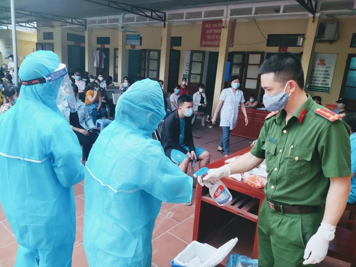 Thầy giáo ở Bắc Giang nhắn vợ y tá tại tâm dịch: 'Đừng khóc nhé! Nước mắt chỉ dành cho ngày chiến thắng' Ảnh 2