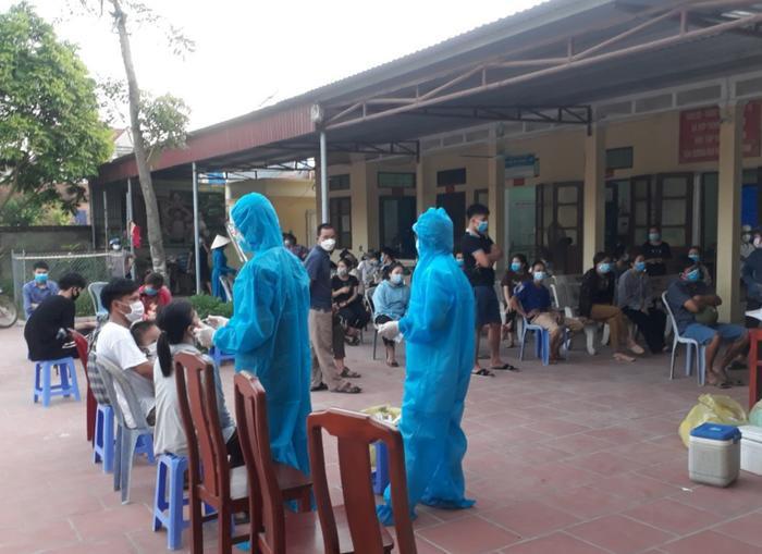 Thầy giáo ở Bắc Giang nhắn vợ y tá tại tâm dịch: 'Đừng khóc nhé! Nước mắt chỉ dành cho ngày chiến thắng' Ảnh 1