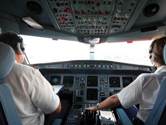 Tắc toilet và 10 lý do khó đỡ khiến những chiếc máy bay phải quay đầu Ảnh 3