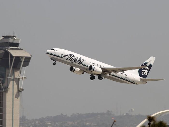 Tắc toilet và 10 lý do khó đỡ khiến những chiếc máy bay phải quay đầu Ảnh 10