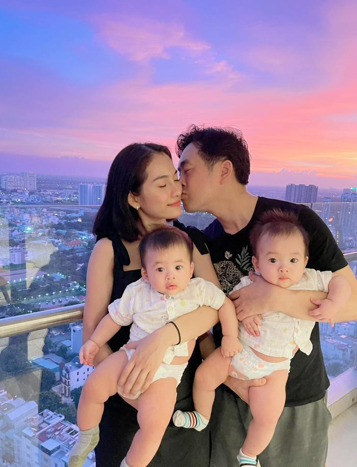 Vợ chồng Dương Khắc Linh - Sara Lưu kỷ niệm 2 năm ngày cưới Ảnh 2