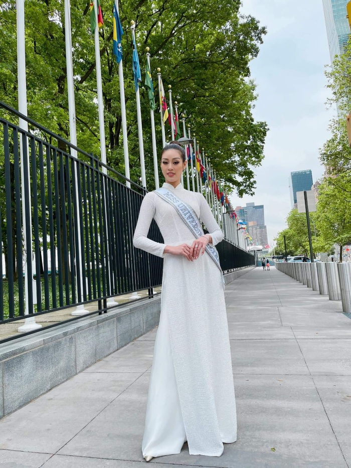 Khánh Vân 3 lần mang áo dài Việt tung bay tại Quốc tế, fan nức nở rộn tim vì tự hào Ảnh 3