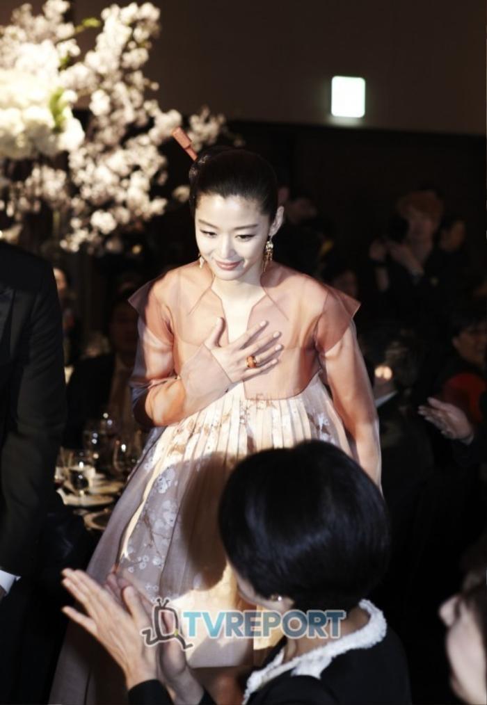 Nhìn lại màn cầu hôn và đám cưới quy tụ dàn sao khủng của Jeon Ji Hyun trước tin ly hôn Ảnh 13