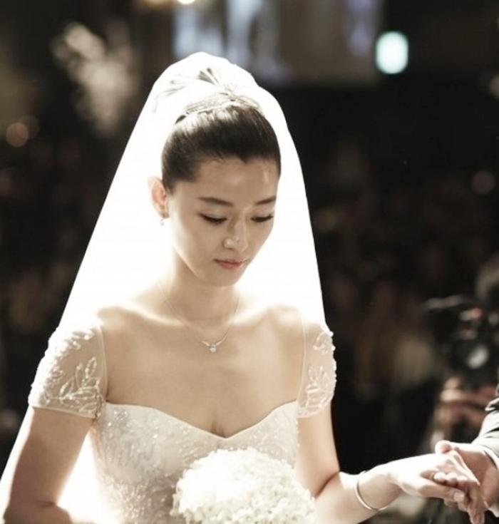 Nhìn lại màn cầu hôn và đám cưới quy tụ dàn sao khủng của Jeon Ji Hyun trước tin ly hôn Ảnh 14