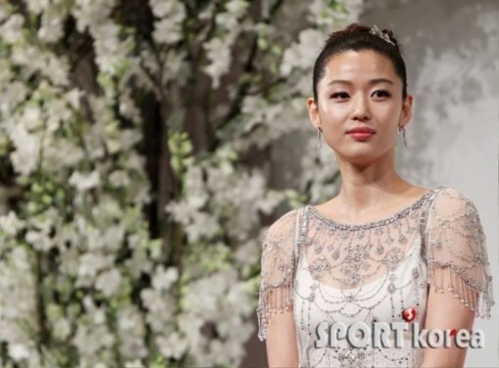 Nhìn lại màn cầu hôn và đám cưới quy tụ dàn sao khủng của Jeon Ji Hyun trước tin ly hôn Ảnh 2