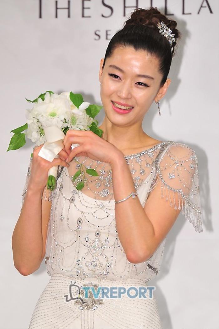 Nhìn lại màn cầu hôn và đám cưới quy tụ dàn sao khủng của Jeon Ji Hyun trước tin ly hôn Ảnh 12