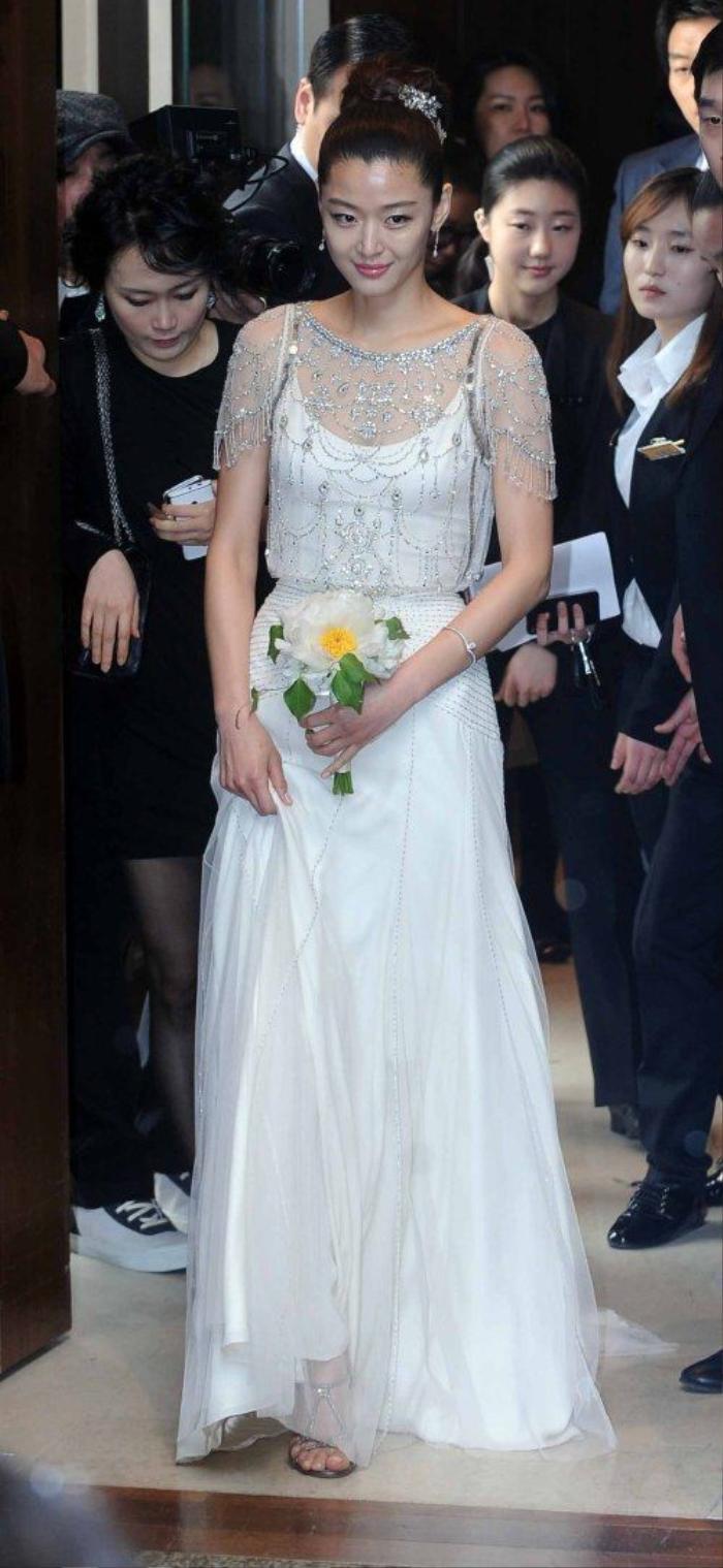 Nhìn lại màn cầu hôn và đám cưới quy tụ dàn sao khủng của Jeon Ji Hyun trước tin ly hôn Ảnh 3