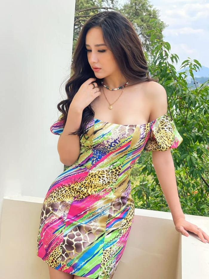 Mai Phương Thúy mãn nhãn thiên hạ khi diện váy hai dây lấp ló vòng 1 căng tràn Ảnh 5