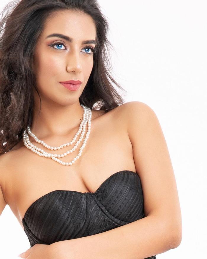 Đại diện Pakistan tại Miss World 2021: Thông thạo 6 thứ tiếng nhưng nhan sắc, thần thái kém xa Đỗ Thị Hà Ảnh 3