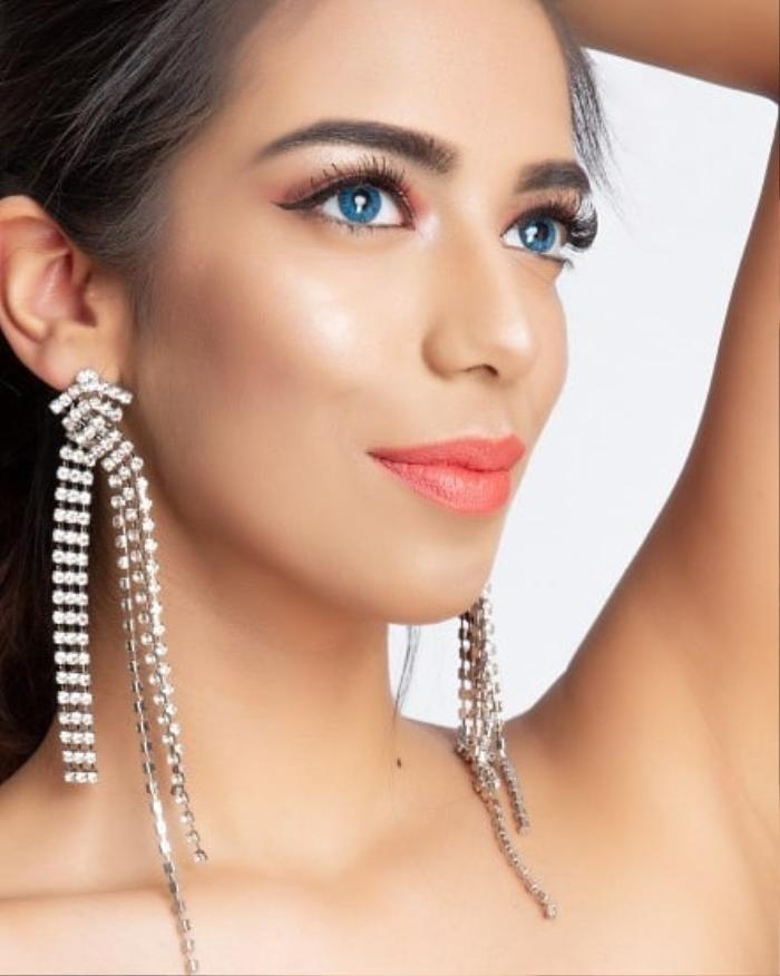 Đại diện Pakistan tại Miss World 2021: Thông thạo 6 thứ tiếng nhưng nhan sắc, thần thái kém xa Đỗ Thị Hà Ảnh 2