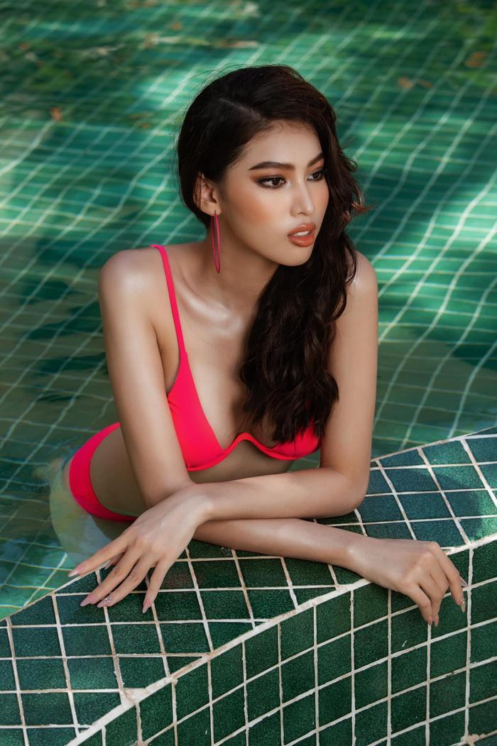 Tình trẻ chồng cũ Lệ Quyên, Á hậu Ngọc Thảo diện bikini gợi cảm 'thả thính' fans Ảnh 2