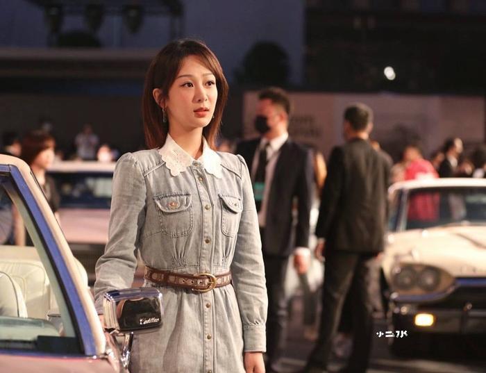 Dương Tử xuất hiện nhạt nhòa với trang phục denim tại show thời trang Ảnh 8