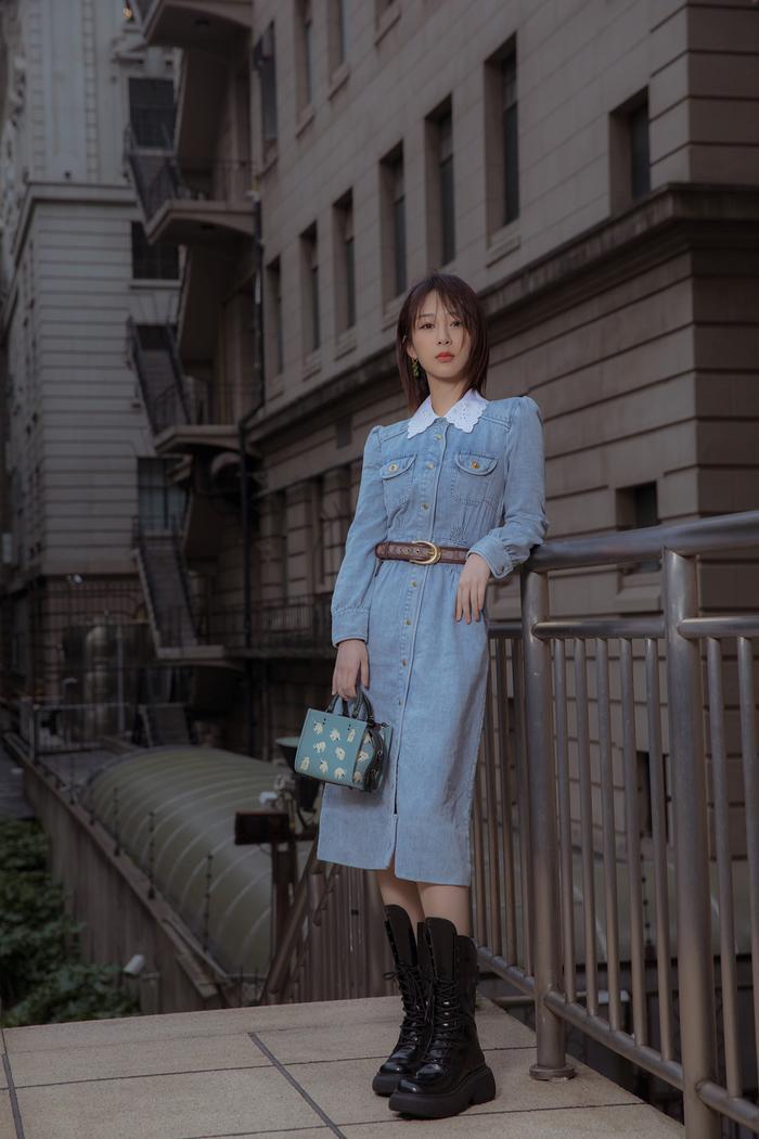 Dương Tử xuất hiện nhạt nhòa với trang phục denim tại show thời trang Ảnh 1
