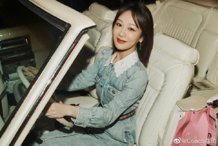 Dương Tử xuất hiện nhạt nhòa với trang phục denim tại show thời trang Ảnh 9