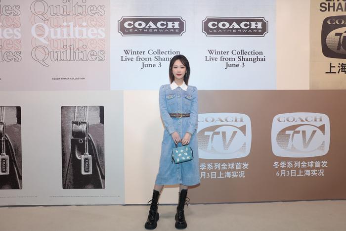 Dương Tử xuất hiện nhạt nhòa với trang phục denim tại show thời trang Ảnh 3