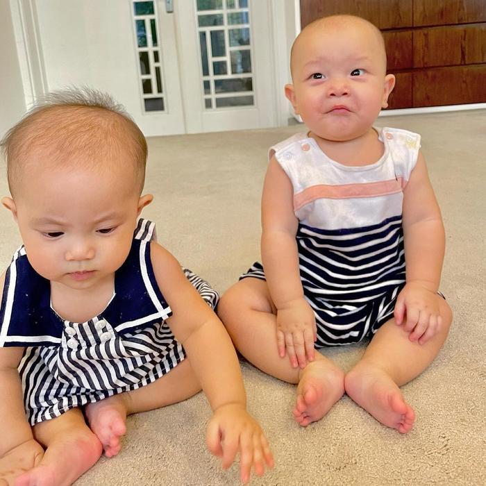 Hà Hồ mừng Lisa - Leon tròn 7 tháng tuổi: 'Bọn con biết ngồi và biết làm nhiều trò rồi' Ảnh 3