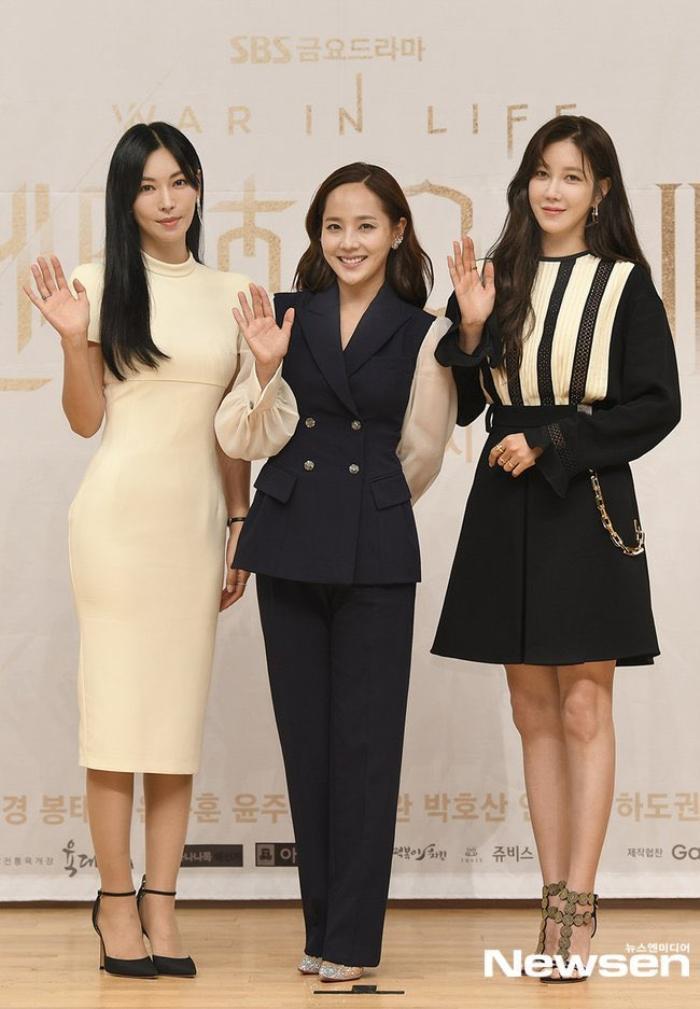 Họp báo 'Penthouse 3': Kim So Yeon xinh đẹp bên 2 chồng, Lee Ji Ah 'mém vồ ếch' Ảnh 5