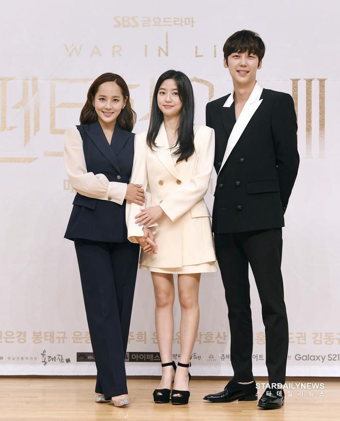 Họp báo 'Penthouse 3': Kim So Yeon xinh đẹp bên 2 chồng, Lee Ji Ah 'mém vồ ếch' Ảnh 9