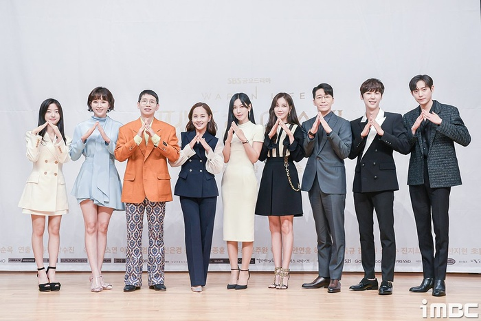 Họp báo 'Penthouse 3': Kim So Yeon xinh đẹp bên 2 chồng, Lee Ji Ah 'mém vồ ếch' Ảnh 1