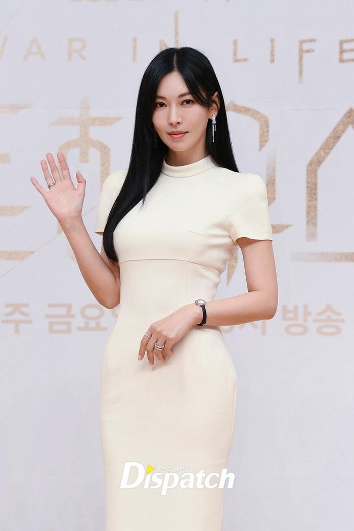 Họp báo 'Penthouse 3': Kim So Yeon xinh đẹp bên 2 chồng, Lee Ji Ah 'mém vồ ếch' Ảnh 4