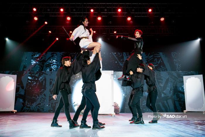 Erik hóa 'kẻ cắp' trên sân khấu The Heroes khiến Master Nimbia 'sởn da gà', Hà Lê phải thốt lên hai từ Ảnh 2