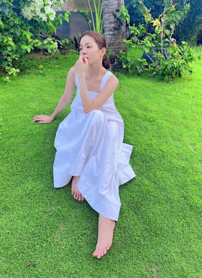 Diện váy trắng điệu đà, Lệ Quyên được khen xinh như 'tiên nữ' Ảnh 4
