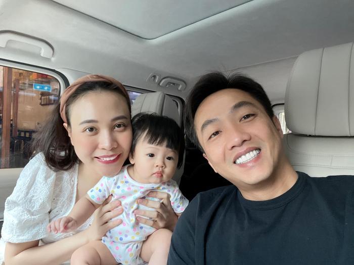 Ở nhà tránh dịch, Đàm Thu Trang than thở vì phải trông nom tận '3 đứa trẻ' Ảnh 5