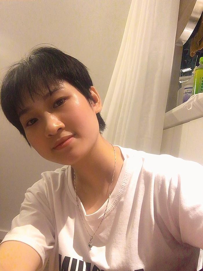 Bắc Giang: Nữ điều dưỡng xinh đẹp tự cắt mái tóc dài yêu thích để 'chiến đấu' với dịch COVID-19 Ảnh 2