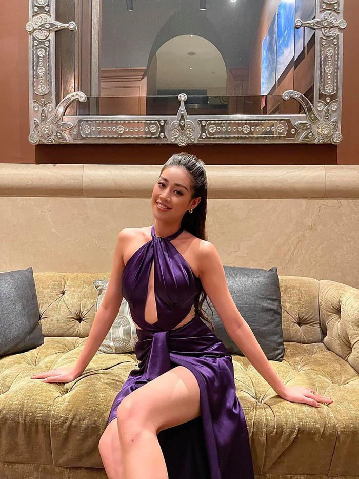 Hoa hậu Khánh Vân diện váy tím cắt xẻ táo bạo, tiết lộ gam màu yêu thích Ảnh 2