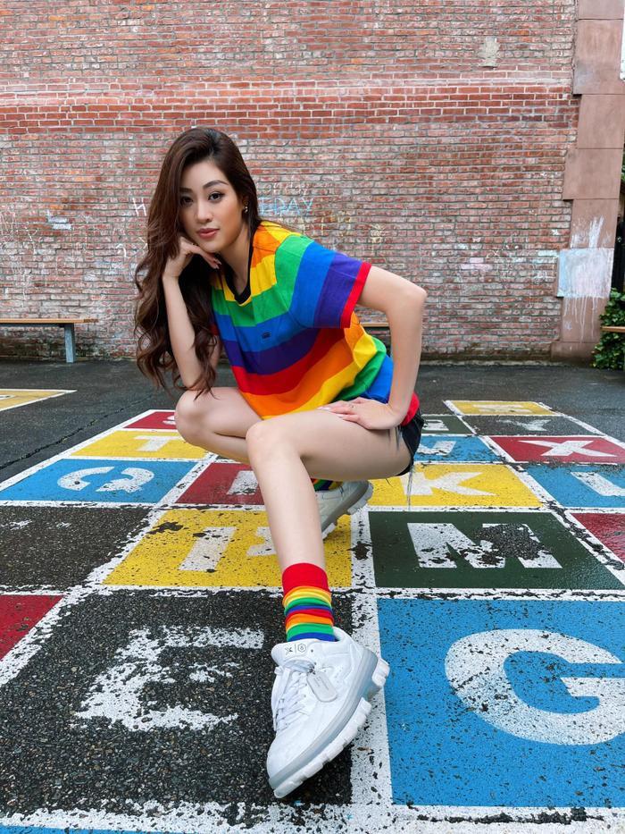 Hoa hậu Khánh Vân diện váy tím cắt xẻ táo bạo, tiết lộ gam màu yêu thích Ảnh 6