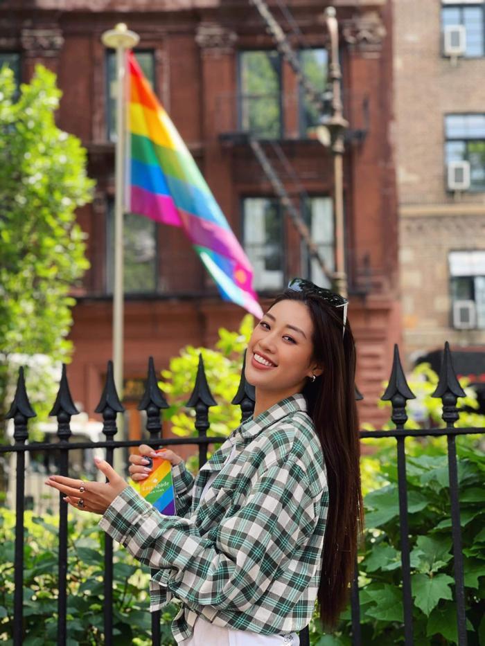 Khánh Vân ủng hộ cộng đồng LGBTQ+, diện đồ lục sắc khẳng định 'yêu là yêu' Ảnh 4