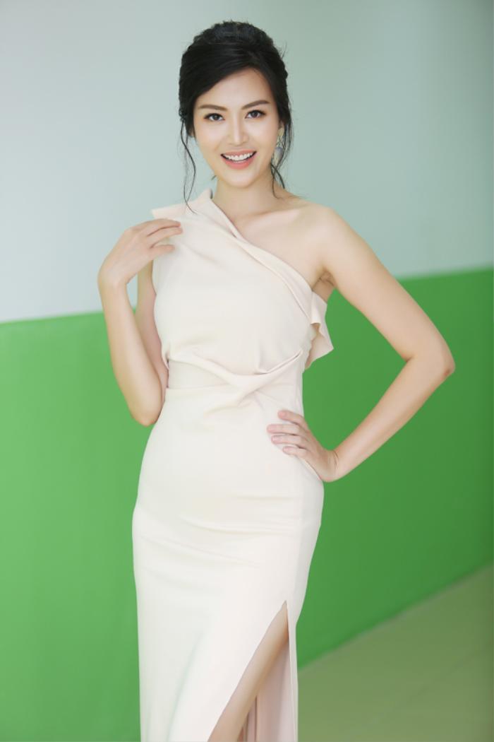 Những khoảnh khắc thời trang đẹp mãi trong lòng khán giả của Hoa hậu Nguyễn Thu Thủy Ảnh 8