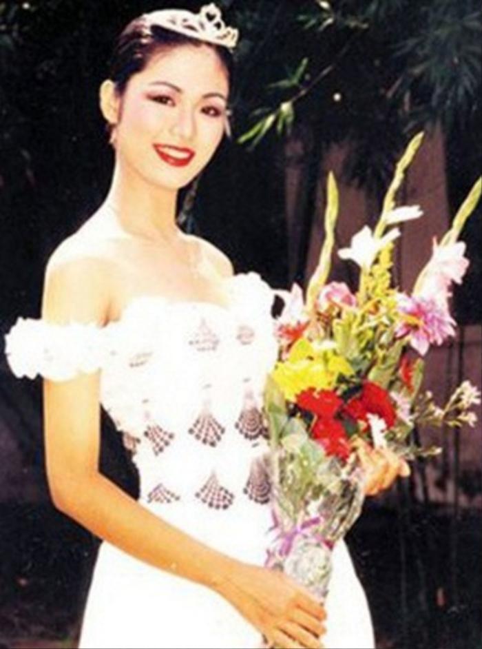 Fan 'khui' lại loạt ảnh Hoa hậu Thu Thủy lúc đăng quang năm HHVN 1994: Nhan sắc kiêu sa khó ai sánh bằng Ảnh 5