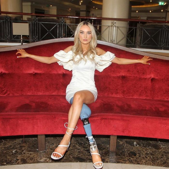 Người mẫu đeo chân giả lọt vào chung kết thi hoa hậu Ảnh 2
