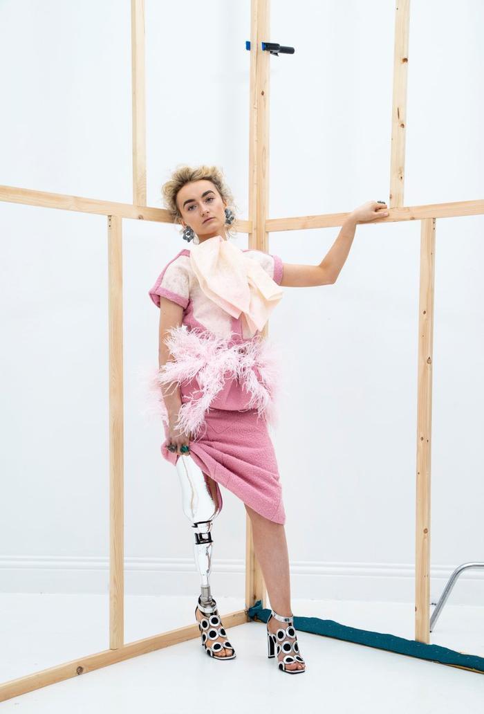 Người mẫu đeo chân giả lọt vào chung kết thi hoa hậu Ảnh 7