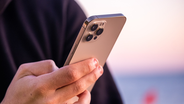 Người dùng iPhone 12 có thể gặp nguy hiểm nếu không biết điều này